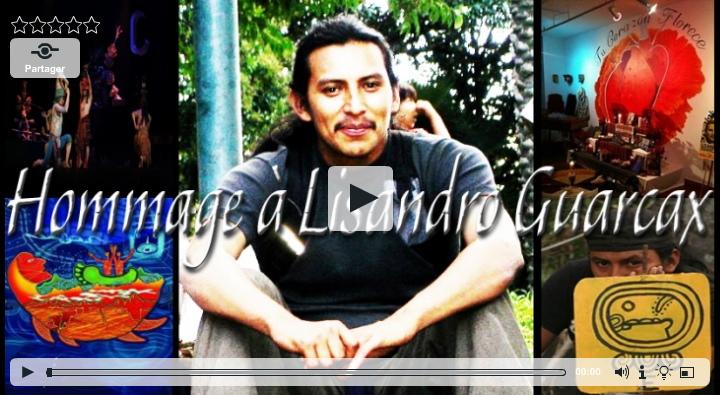 Photo de l'accueil du vidéo: on voit Lisandro, assis sur le sol, face à nous, souriant.